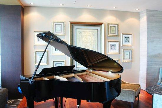 Hotel Grandis: Yamaha Baby Grand Piano @ Piano Lounge