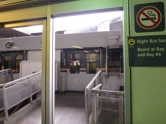 TransLink Seabus: 自動ドア