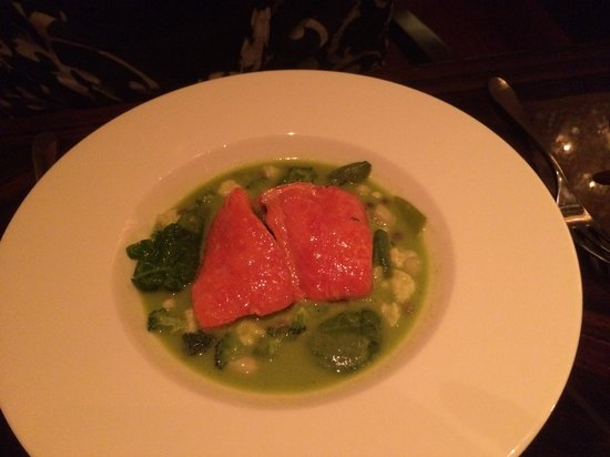 1919 Restaurant: Salmon entree