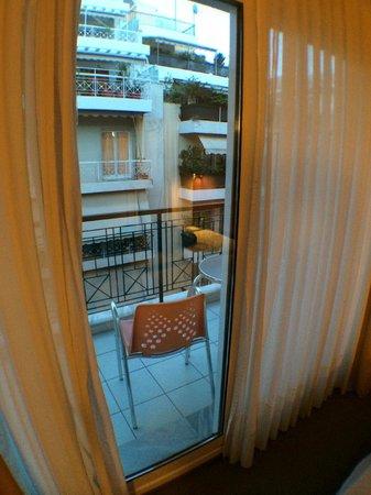 Philippos Hotel: vista quarto