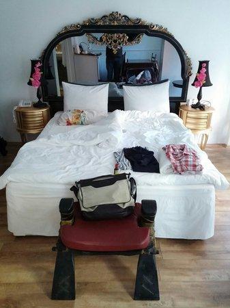 Luxurioese Bilder Von Antiker Kleiderschrank Fuer Elegantes Zimmer , Zimmer Schön Lage Horror The White Swan Suites Istanbul