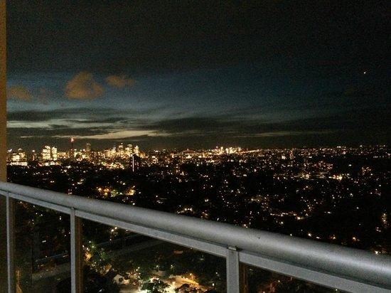 Meriton Suites Bondi Junction : Sydney Harbour View at night