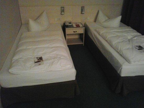 Leonardo Airport Hotel Berlin Brandenburg: Bed(s) - small, separate