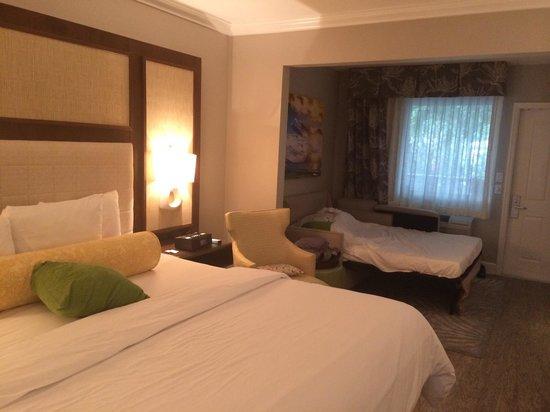 Almond Tree Inn: Camera con divano letto