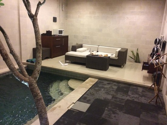 Daluman Villas: outdoor living area and pool