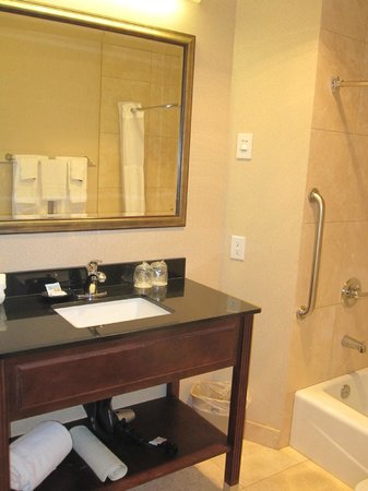 Best Western Heritage Inn: Basic bathroom - good water pressure