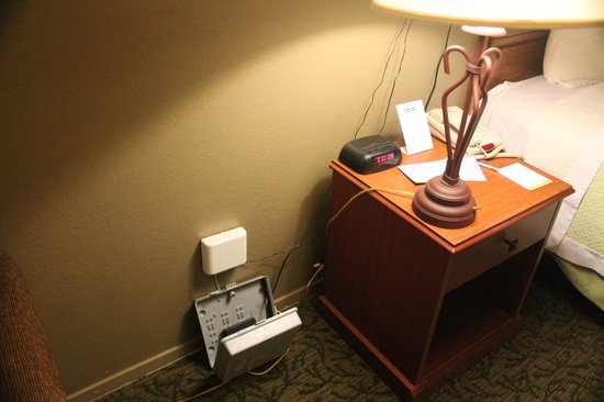 Days Inn Sonora Devils River: Internet in a loose box on the floor