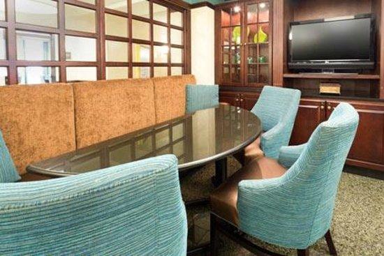 Drury Inn & Suites Detroit Troy: Lobby