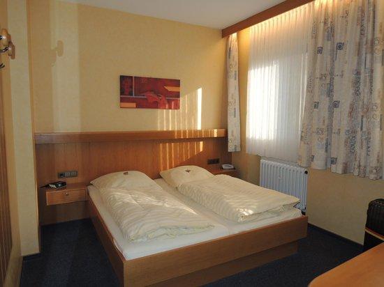 City Hotel Schönleber: 室内はシンプルですが清潔でした