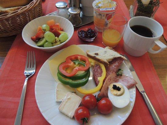 City Hotel Schoenleber: 朝食は思ったより充実していました