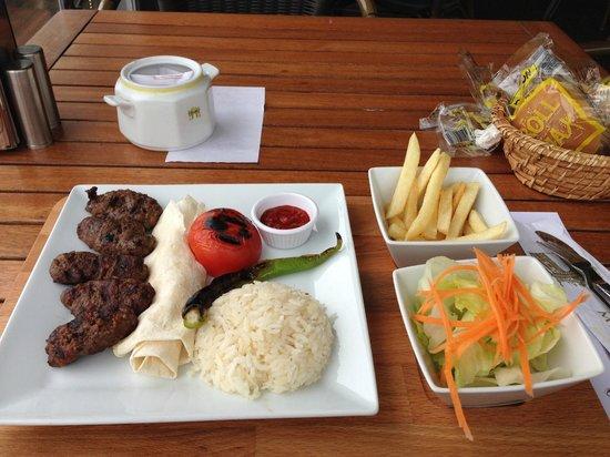 Kucuksu Pavilion: это то, что можно поесть в кафе
