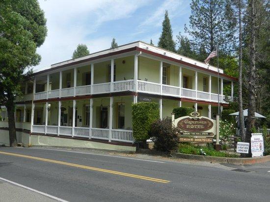 The Groveland Hotel: Exterior (daytime)