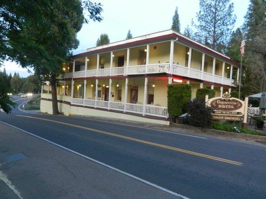 The Groveland Hotel: Exterior (night)