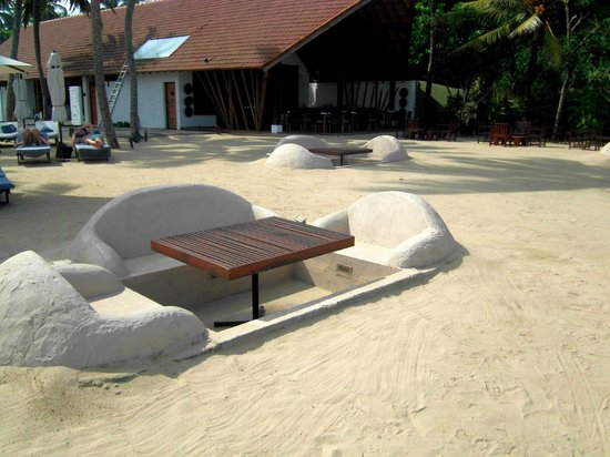 The Surf Hotel : Very innovative sitting area on the beach