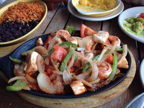 Rosa's Cantina & Sunset Grill: Seafood fajitas