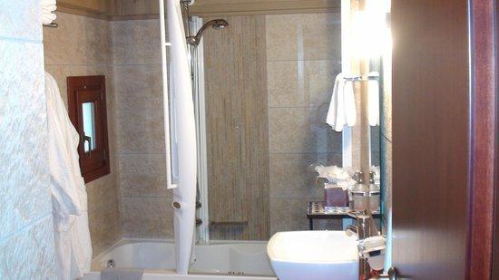 Avalon Boutique Suites Hotel: Jacuzzi tub