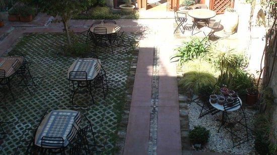 Avalon Boutique Suites Hotel: Garden