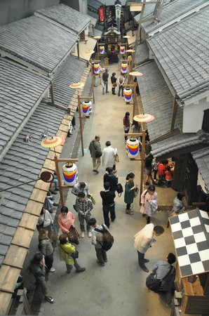 Osaka Museum of Housing and Living: walkway along the exhibition from above