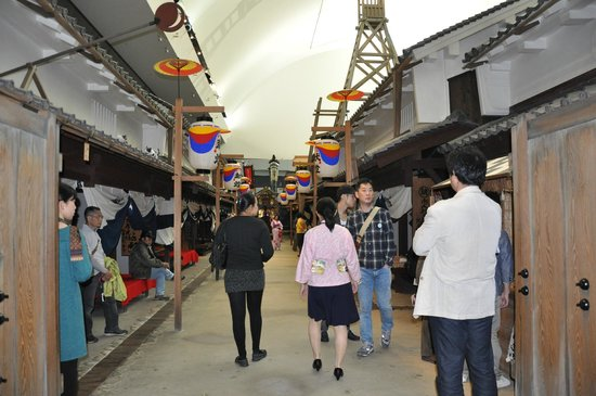 Osaka Museum of Housing and Living: walkway along the exhibition