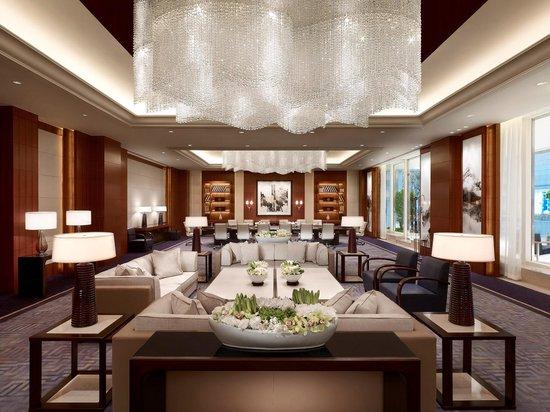 Pudong Shangri-La, East Shanghai : The Summit Room