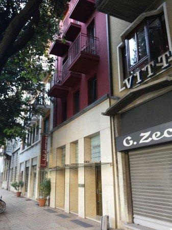 Hotel Verona: Front