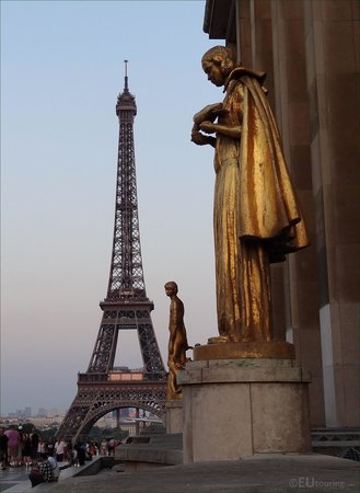 These golden statues can be found between the two wings of the Palais de Chaillot and make for a