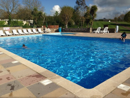 Whitehill Country Park: The lovely pool