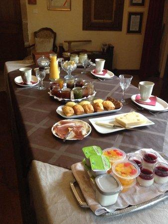 Domaine Du Moulin : Petit déj complet