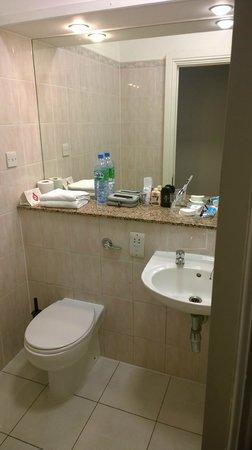 The Belvedere Hotel: Bathroom