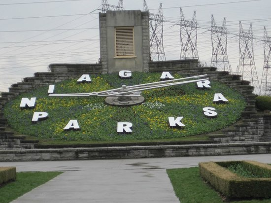 Floral Clock: It is huge. It is beautiful. You should go and check the hour of your life: i did mine.