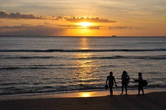 Sudamala Suites & Villas Senggigi : Sunset view from the hotel