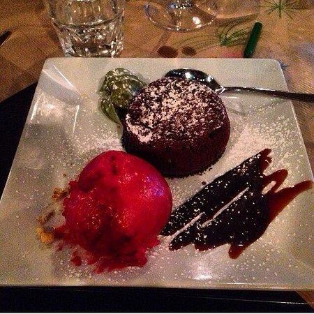 L'Artiste: Cœur coulant au chocolat et sa glace a la framboise faite maison