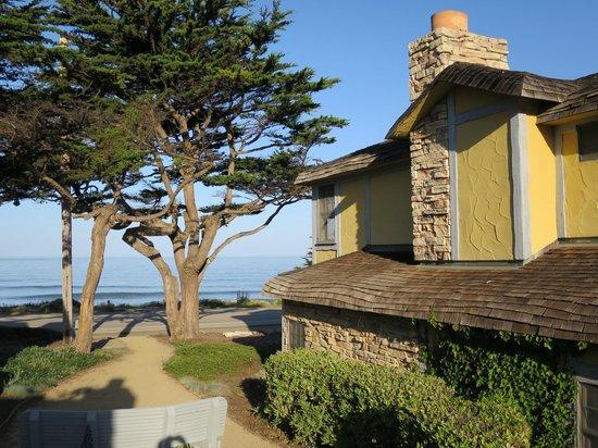 FogCatcher Inn: Room looking towards beach..