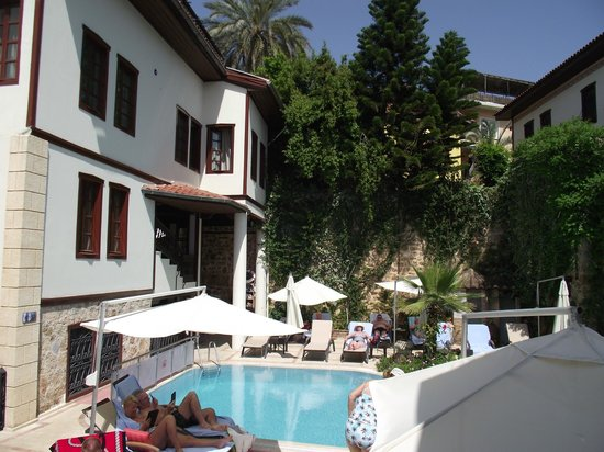 Dogan Hotel: Pool area