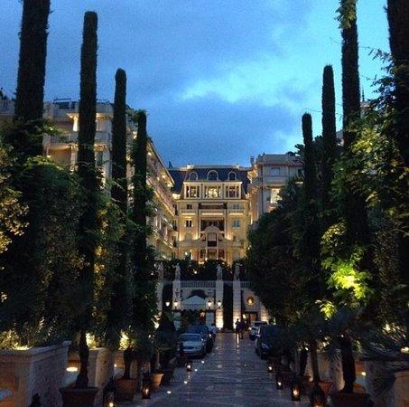 Hotel Metropole Monte-Carlo: Вечерний отель