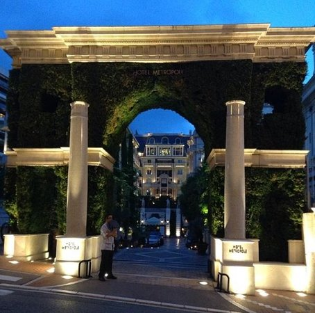 Hotel Metropole Monte-Carlo: Самшитовая арка