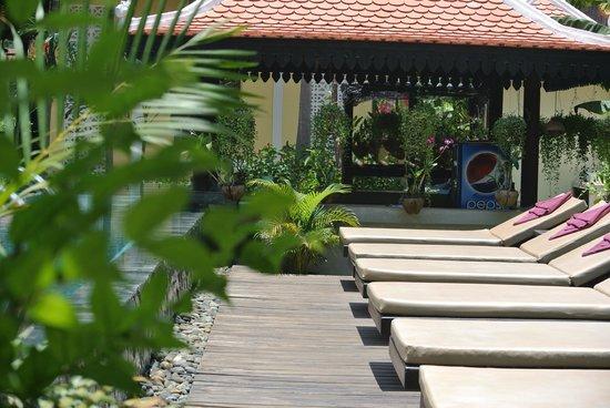 Residence Indochine D'angkor: Pool bar