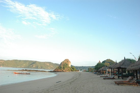 Novotel Lombok: Pantai di dalam lingkungan Hotel