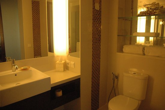 Novotel Lombok Resort and Villas : Toilet area