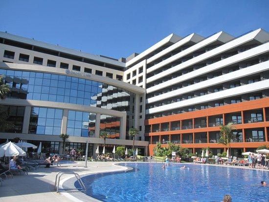 Enotel Lido Madeira : Façade hôtel côté piscine