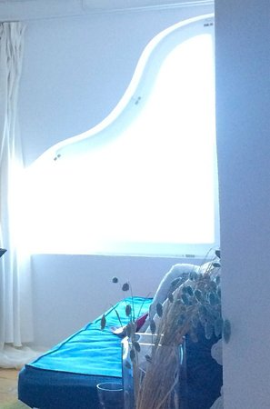 Arc Houses: Our room the Cave... Light streaming in... So relaxing and the shapes just beautiful x