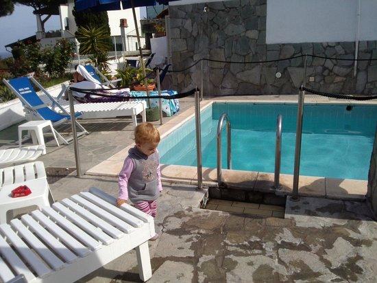 Hotel Parco Cartaromana: la piascina piccola
