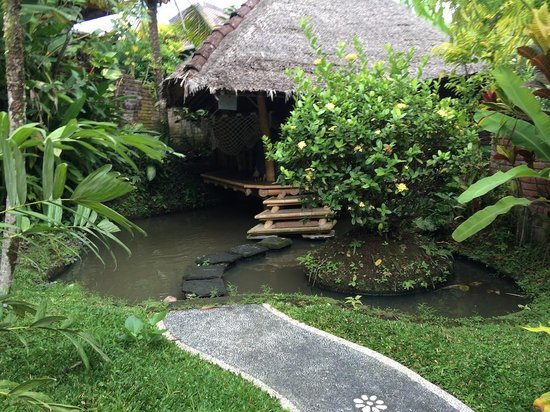 Bamboo Village Le Sabot Ubud: Looking toward Leaf bamboo hut with its own pond