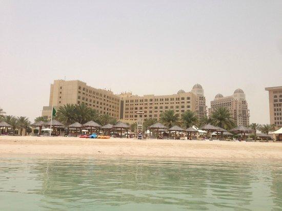 InterContinental Doha: L'hotel visto dal mare