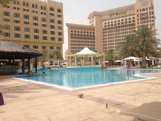 InterContinental Doha: La pischina col chiosco dentro la piscina