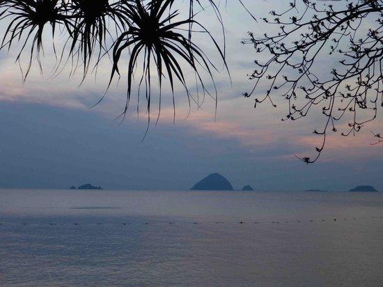 Shari-La Island Resort: sunset