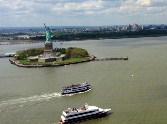 Zip Aviation - Helicopter Tours & Charters: statue liberte