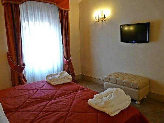Hotel Cavour: Habitacion deluxe