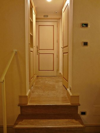 Hotel Cavour: entrada habitación deluxe