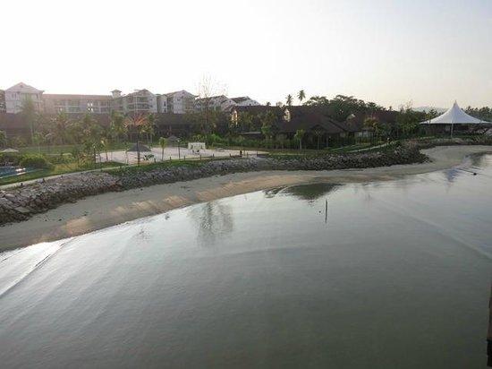 Langkawi Lagoon Resort: miserable beach